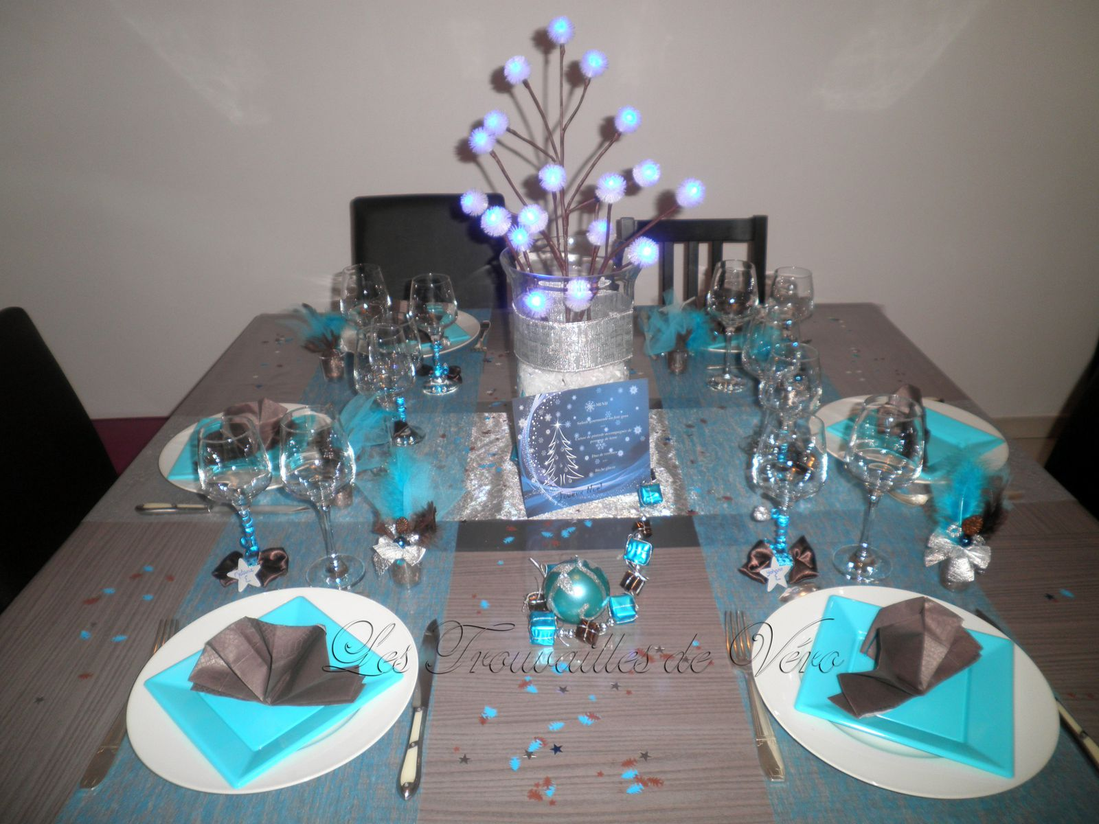 D co table de f te marron et bleu le blog de les for Decoration de table bleu