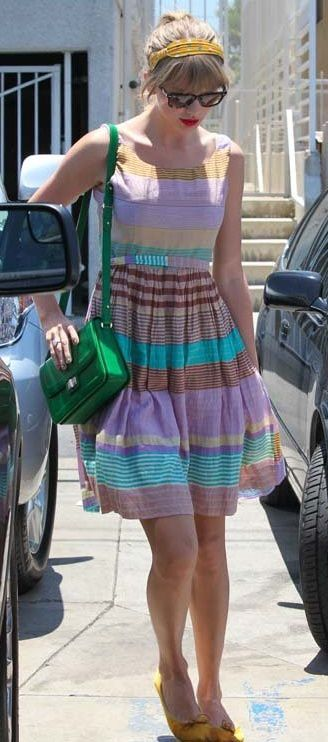 may-26-taylor-swift-dress.jpg