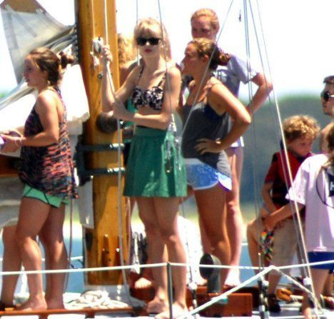 taylor-swift-diana-agron-and-kennedys-sailing.jpg