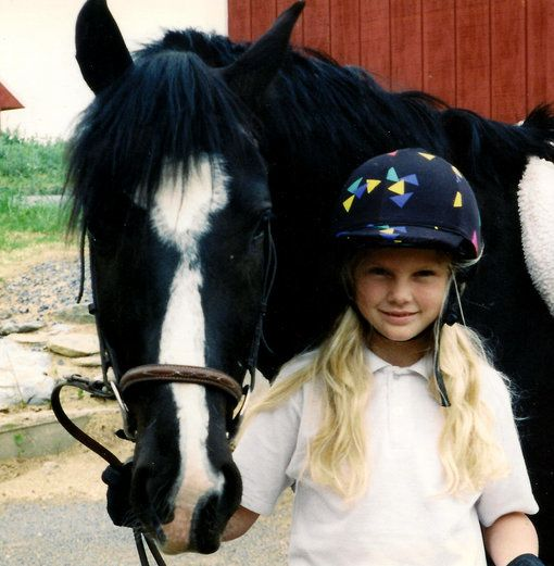 taylor-swift-little-kid-young-girl-horse-child--.jpg