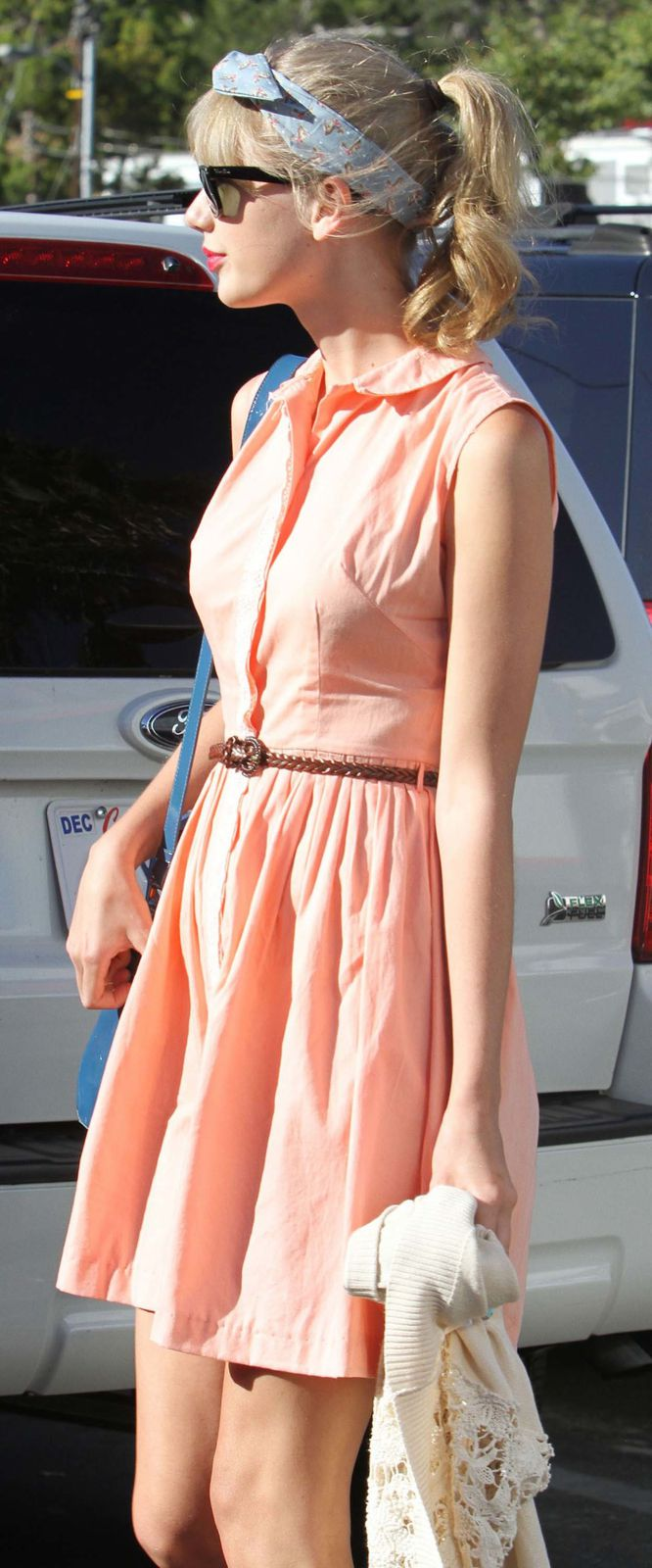 taylor-swift-summer-dress-2012.jpg