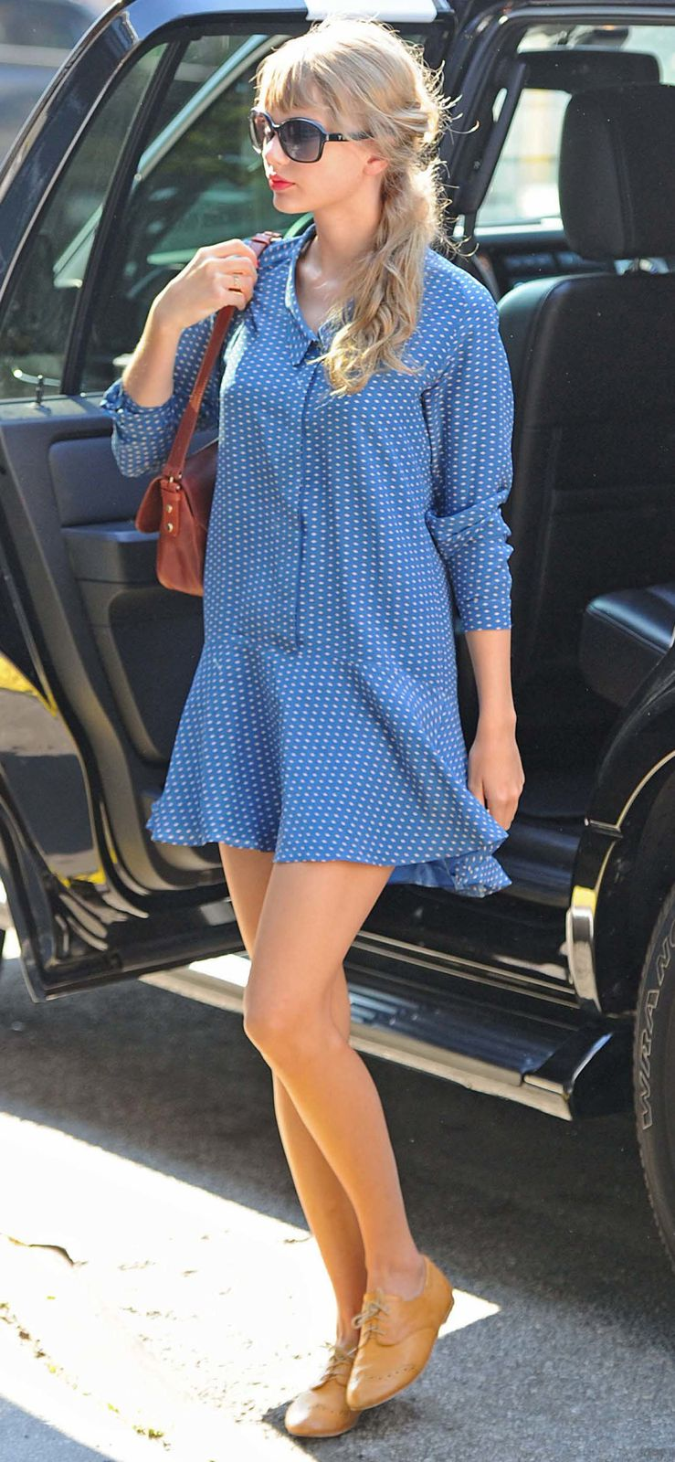 Taylor-swift-polka-blue-dress-New-york-city-2012-NYC-31-AG.jpg