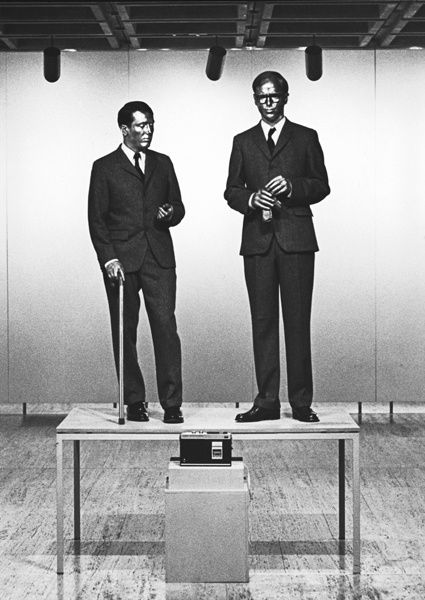 gilbert and george singing sculpture, 1973, perf-copie-3