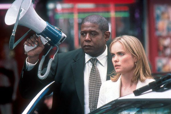 Radha Mitchell et Forest Whitaker. 20th Century Fox