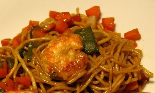 saut 233 de crevettes et p 226 tes chinoises au macis recettes de cuisine aux 233 pices