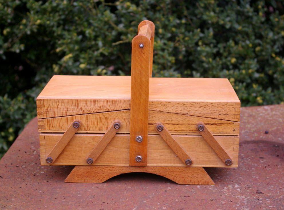 mini travailleuse en bois chouette vintage. Black Bedroom Furniture Sets. Home Design Ideas