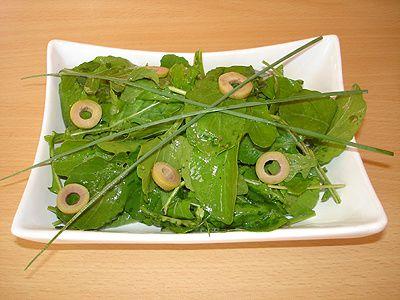 Salade de Roquette Huile de noix et Olives Vertes