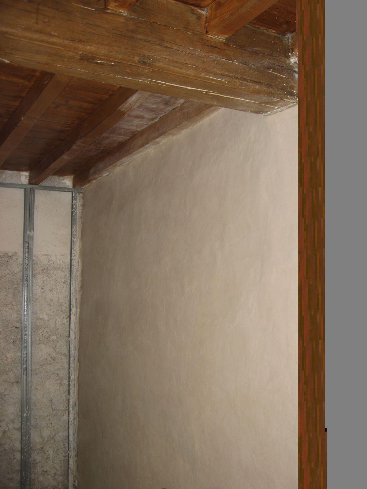 Chambre enduit la chaux du mur en pis r novation d - Pose de chambre implantable technique ...