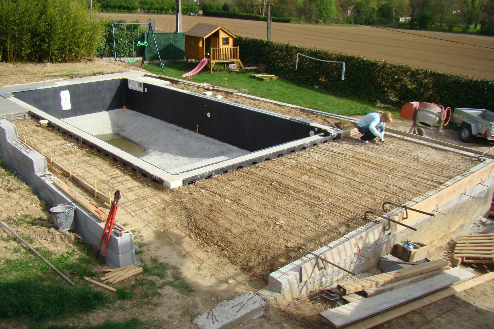 Pr paration du coulage des plages la pose d 39 un kit for Construction piscine magiline