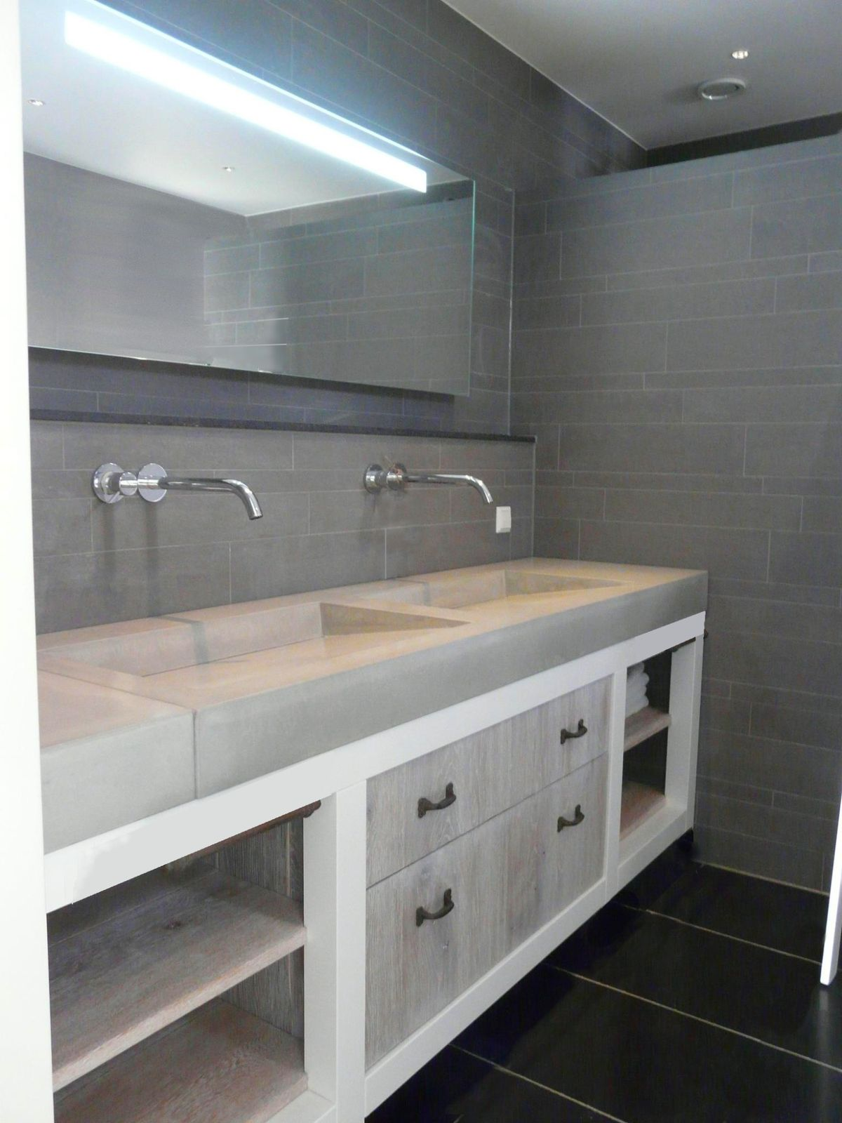 Plan de travail en teck pour salle de bain maison design - Plan de travail sur mesure salle de bain ...