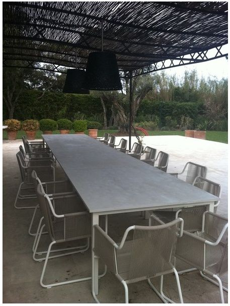 Table de salle manger en b ton balian beton atelier for Table exterieur beton