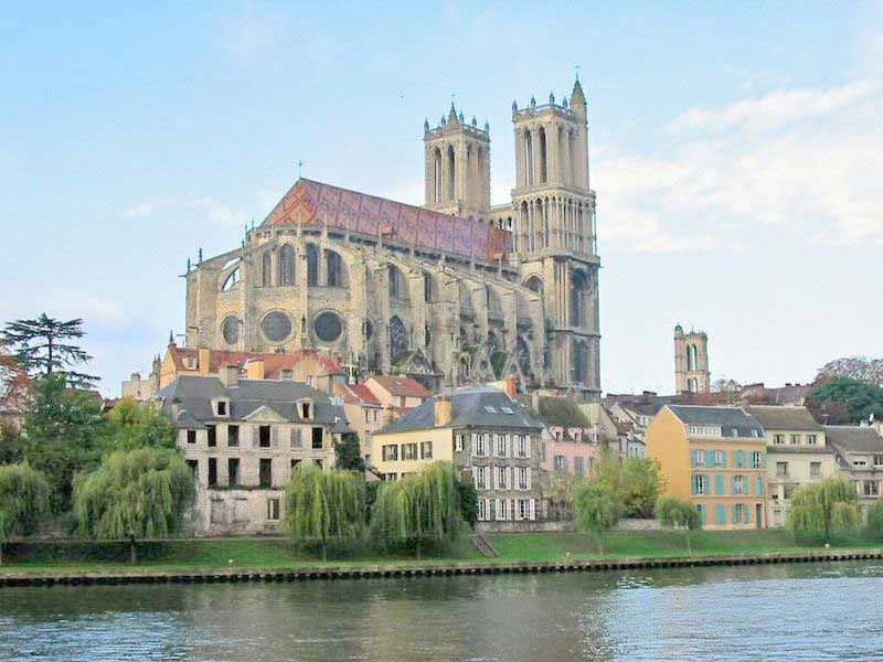http://idata.over-blog.com/5/28/28/37/Seine---Collegiale-de-Mantes.jpg