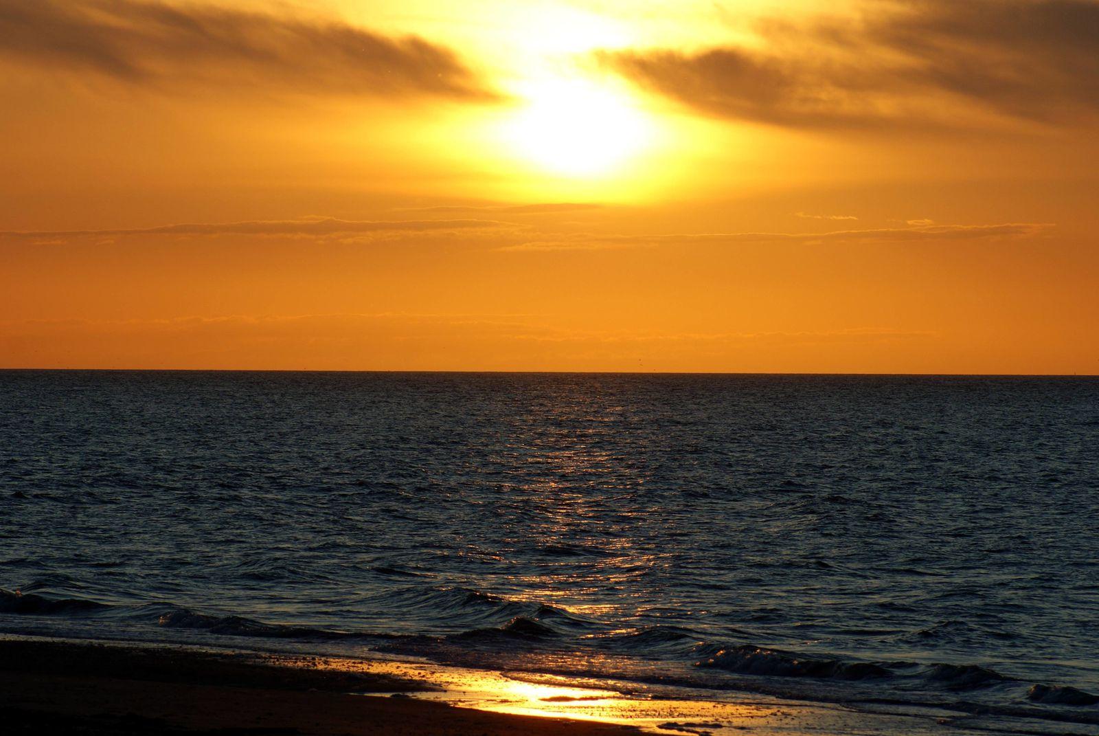 Coucher de soleil en normandie famille loustouret - Photos de coucher de soleil sur la mer ...