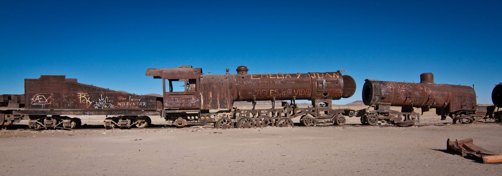 2012: BOLIVIE-Uyuni-Cimetiere-de-train