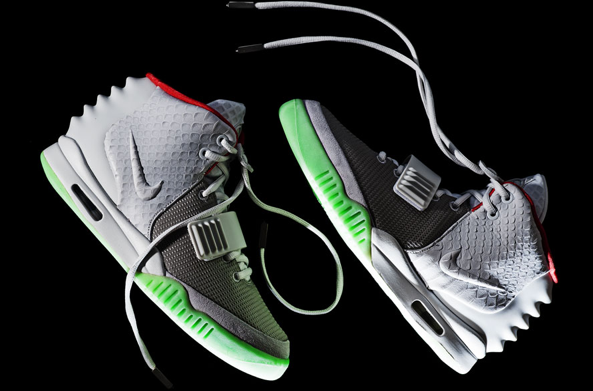nike-air-yeezy-2-wolf-grey-pure-platinum 05