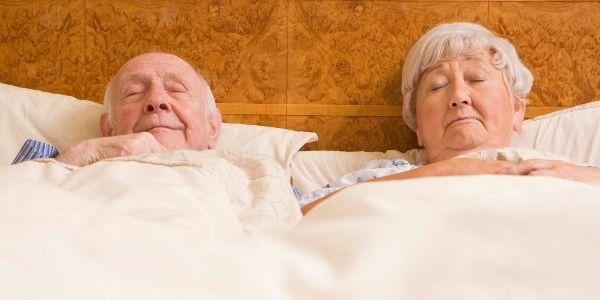 Vieux-couple-au-lit.jpg