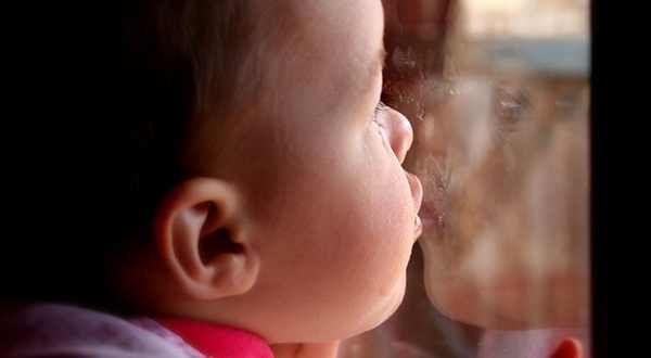 enfants-a-embrasser-leurs-grands-parents.jpg