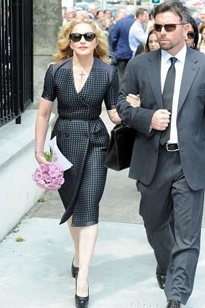 20130723-news-madonna-david-collins-funeral-monkst-copie-5.jpg