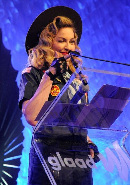 20130317-pictures-madonna-glaad-media-awards-hq-12.jpg