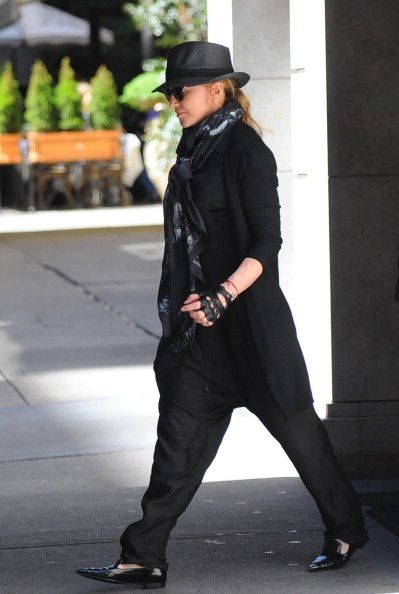 20130505-pictures-madonna-out-about-new-york-02.jpg