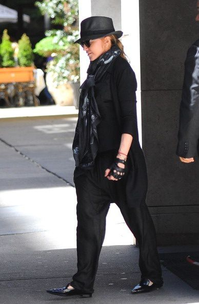 20130505-pictures-madonna-out-about-new-york-05-copie-1.jpg