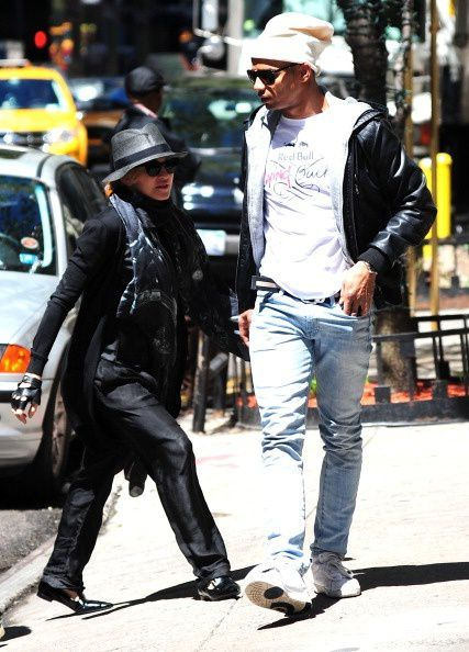 20130505-pictures-madonna-out-about-new-york-06.jpg