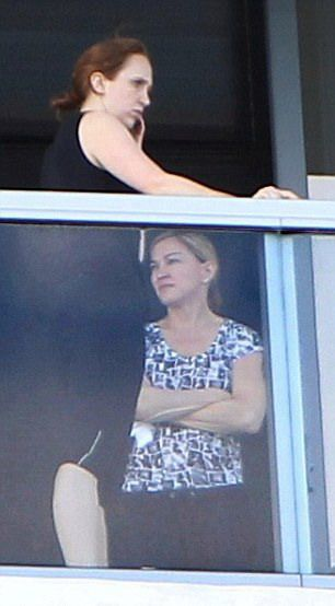 20121121-pictures-madonna-out-and-about-miami-beach-02.jpg