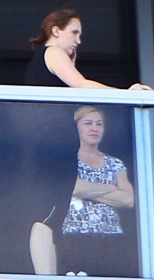 20121121-pictures-madonna-out-and-about-miami-beach-03.jpg