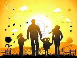 3134884-famille-heureuse-balades-nature-coucher-de-soleil.jpg