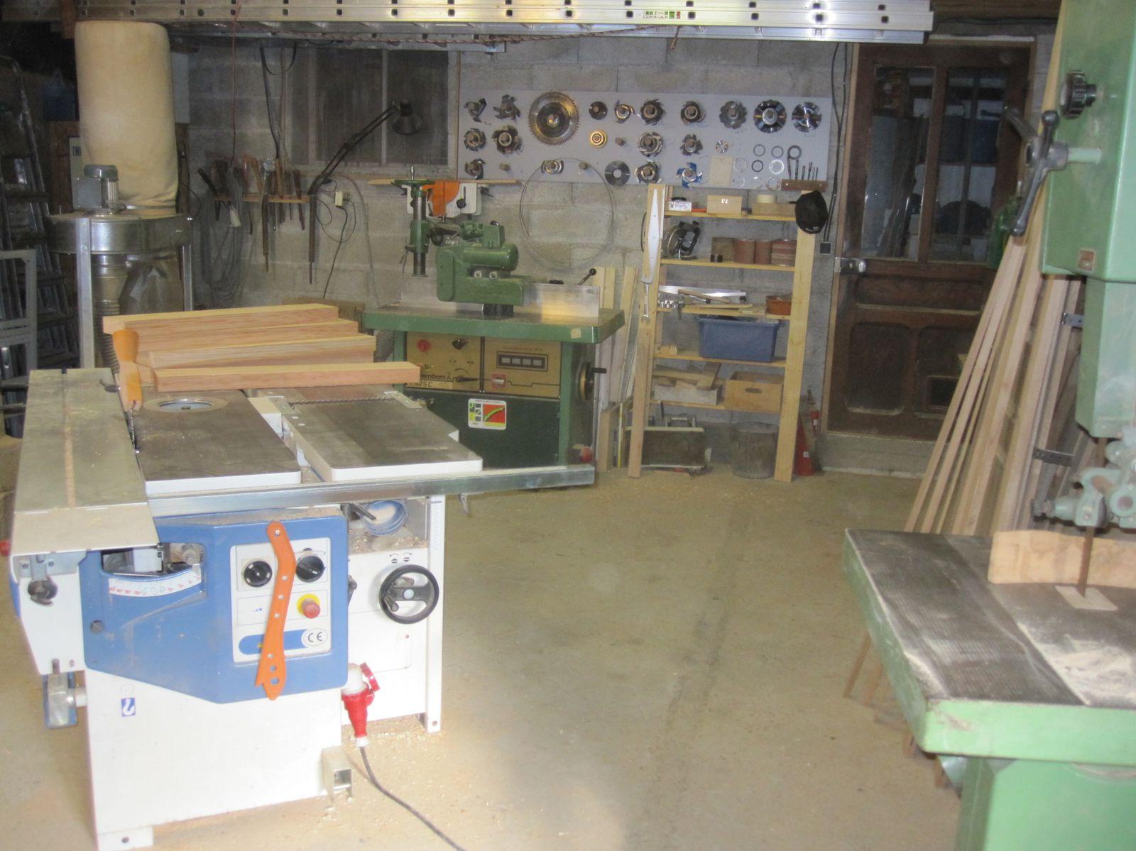 album atelier de menuiserie traditionnelle bois menuiserie le bois des huiles c. Black Bedroom Furniture Sets. Home Design Ideas