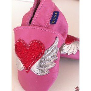 chaussons-cuir-souple-coeur-taille-0-6-mois-marque-inchblue.jpg
