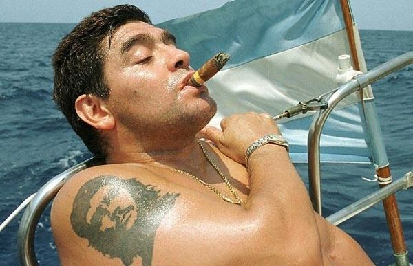 maradona cigar and che guevara tattoo