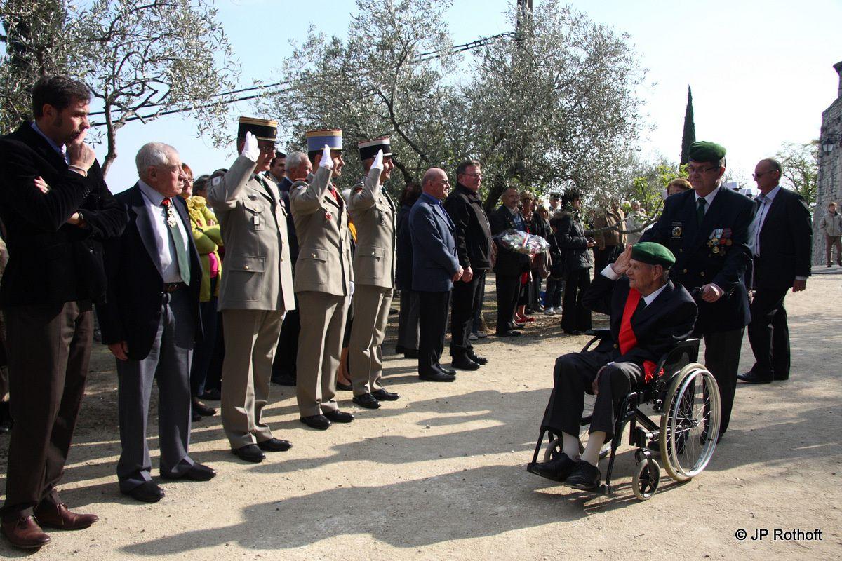 Les Anciens du 1er Régiment Etranger de Parachutistes rendent  « Hommage au Chef »  « le Commandant HELIE DE SAINT MARC »