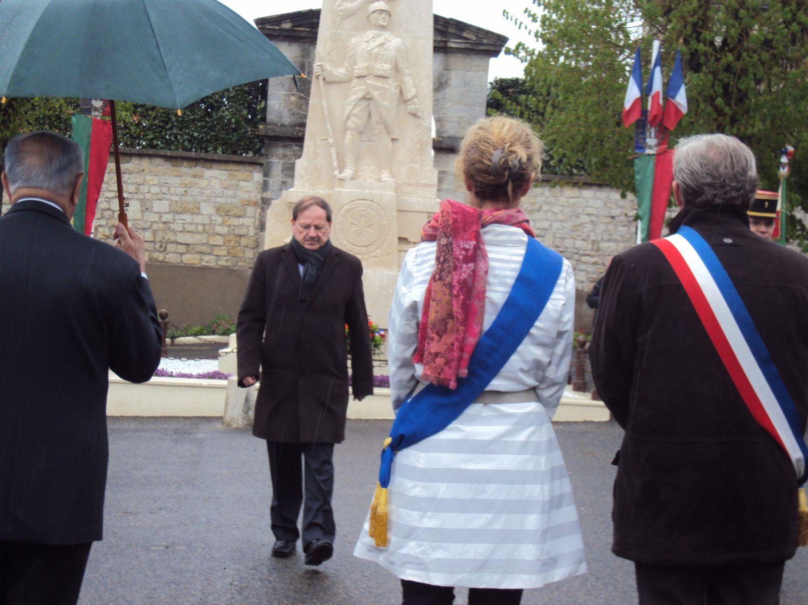 La commémoration du 149ème anniversaire du combat de Camerone s'est déroulée à Sainte-Maure-de-Touraine le 28 avril 2012.