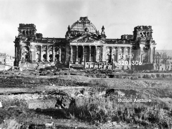 3201306-the-ruins-of-the-reichstag-building-in-berlin-getty