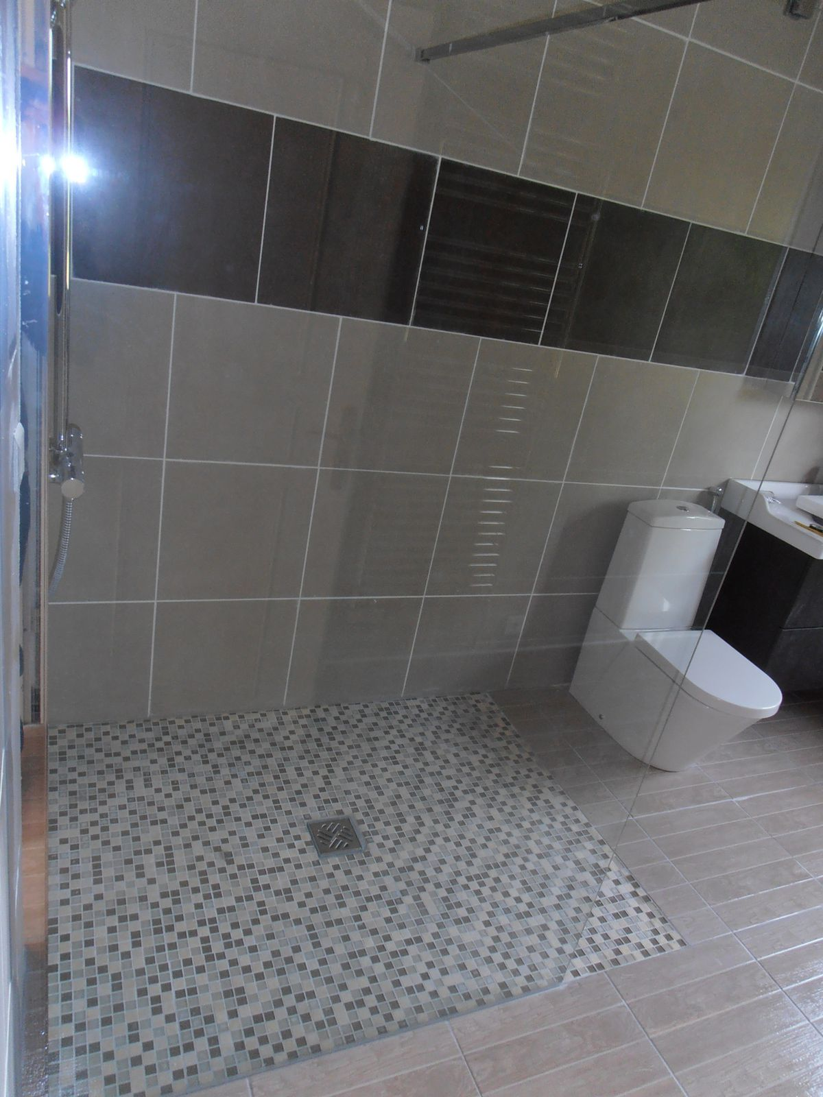 Cr ation d 39 une douche l 39 italienne l 39 entreprise legrand for Douches a l italienne photos
