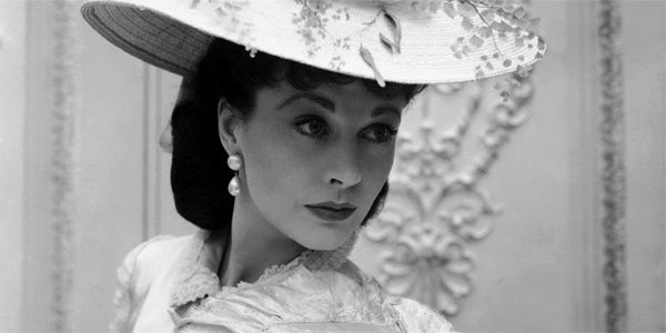 cecil-beaton-Vivien-Leigh-for-British-Vogue---Anna-Karenina.jpg