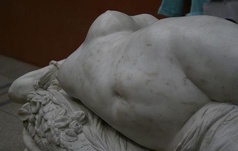 Clesinger-Femme-piquee-par-un-serpent-detail.jpg