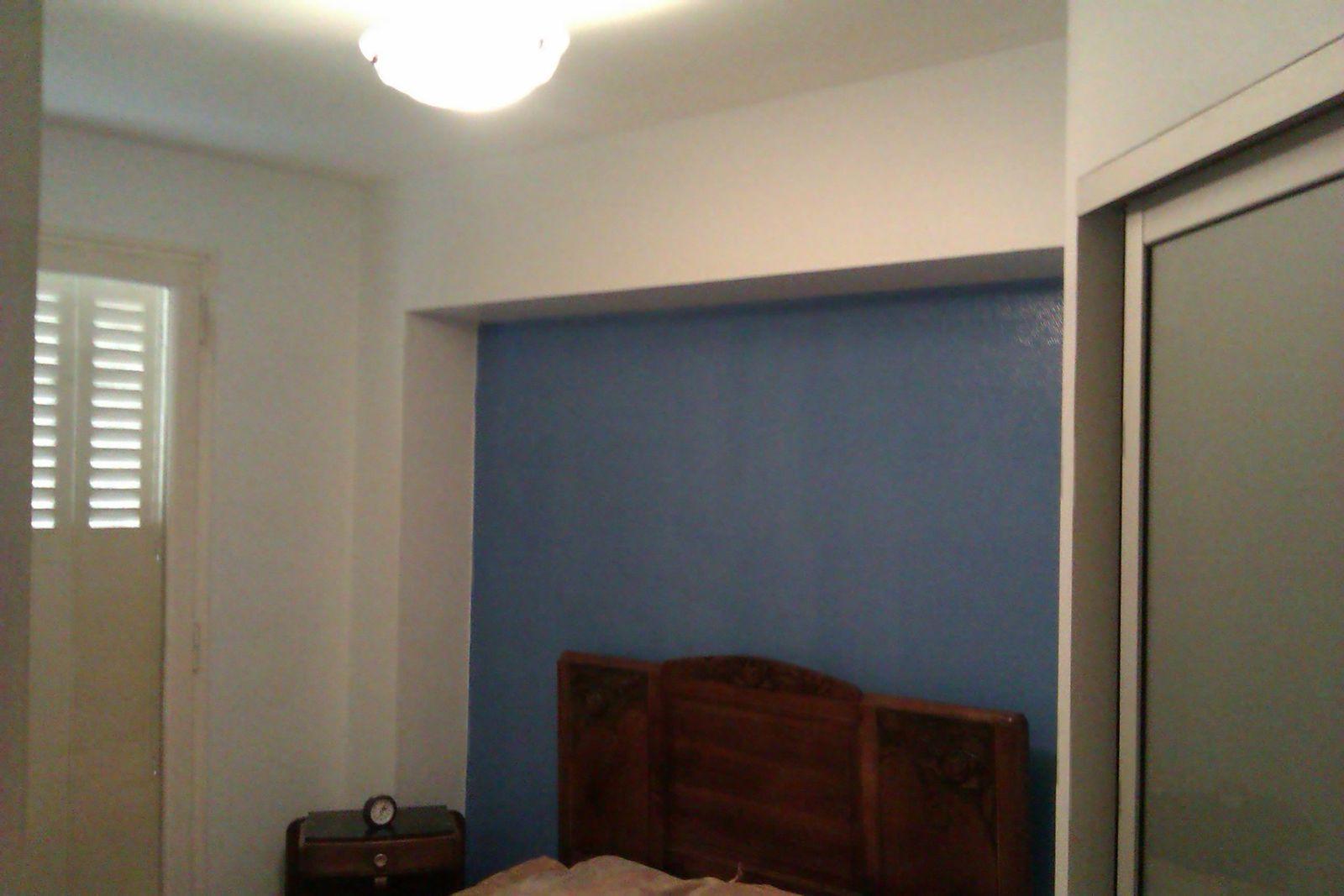 Peintures murs et plafond d 39 une chambre fr aide services peinture - Peinture plafond chambre ...