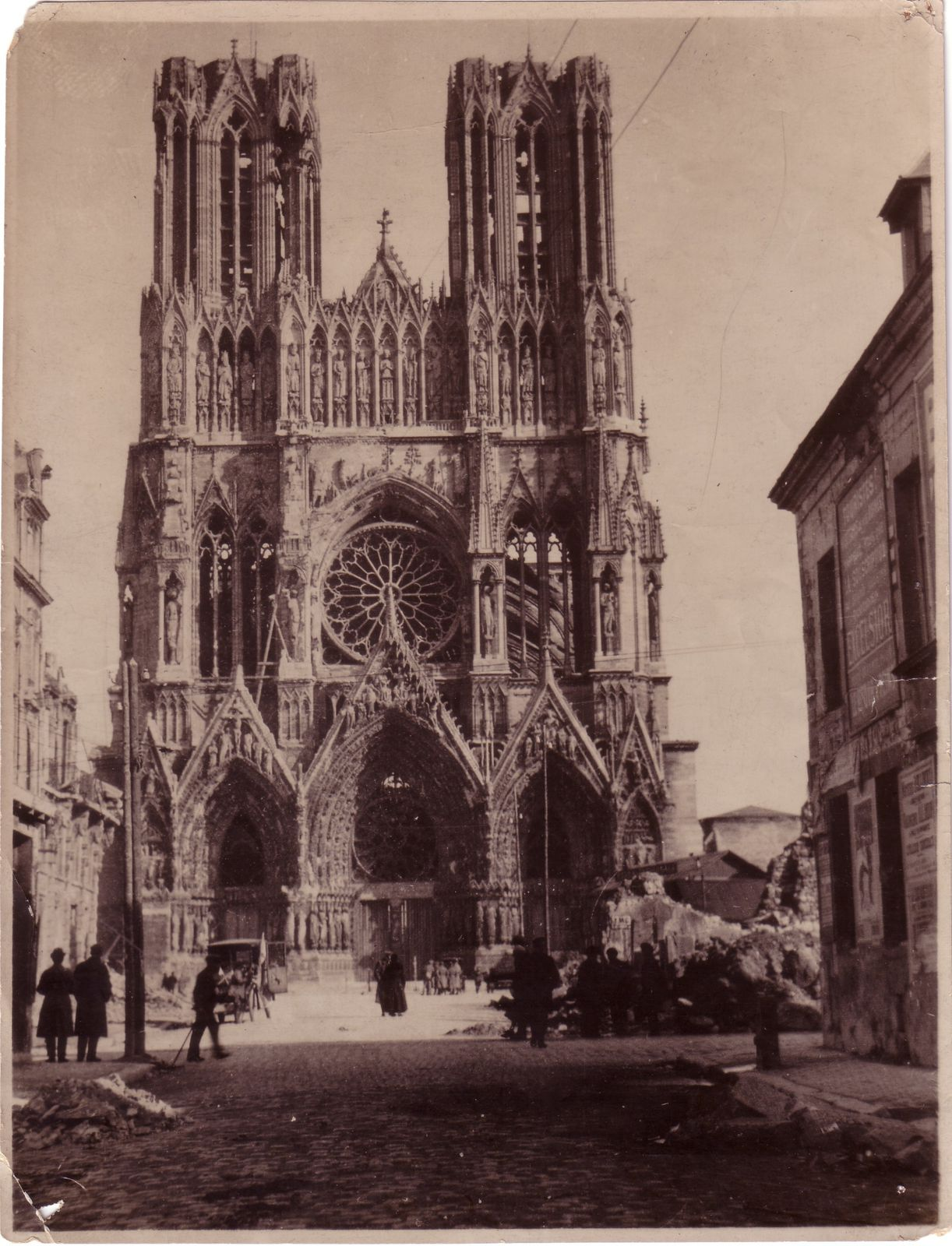Reims cathedral destructed