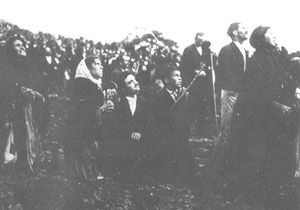 Fatima-Apparition-13-octobre-1917_pelerins.jpg