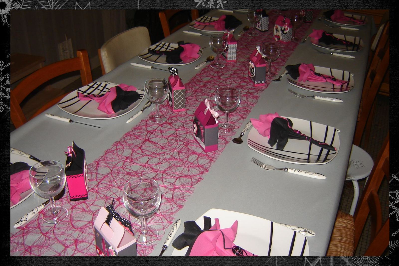decoration de table de mariage en rose et blanc id es et. Black Bedroom Furniture Sets. Home Design Ideas