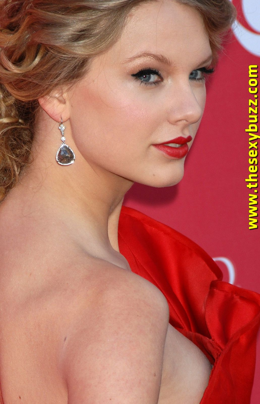 http://idata.over-blog.com/5/88/74/70/tsb17/6008669_5938036_taylor_swift.jpg