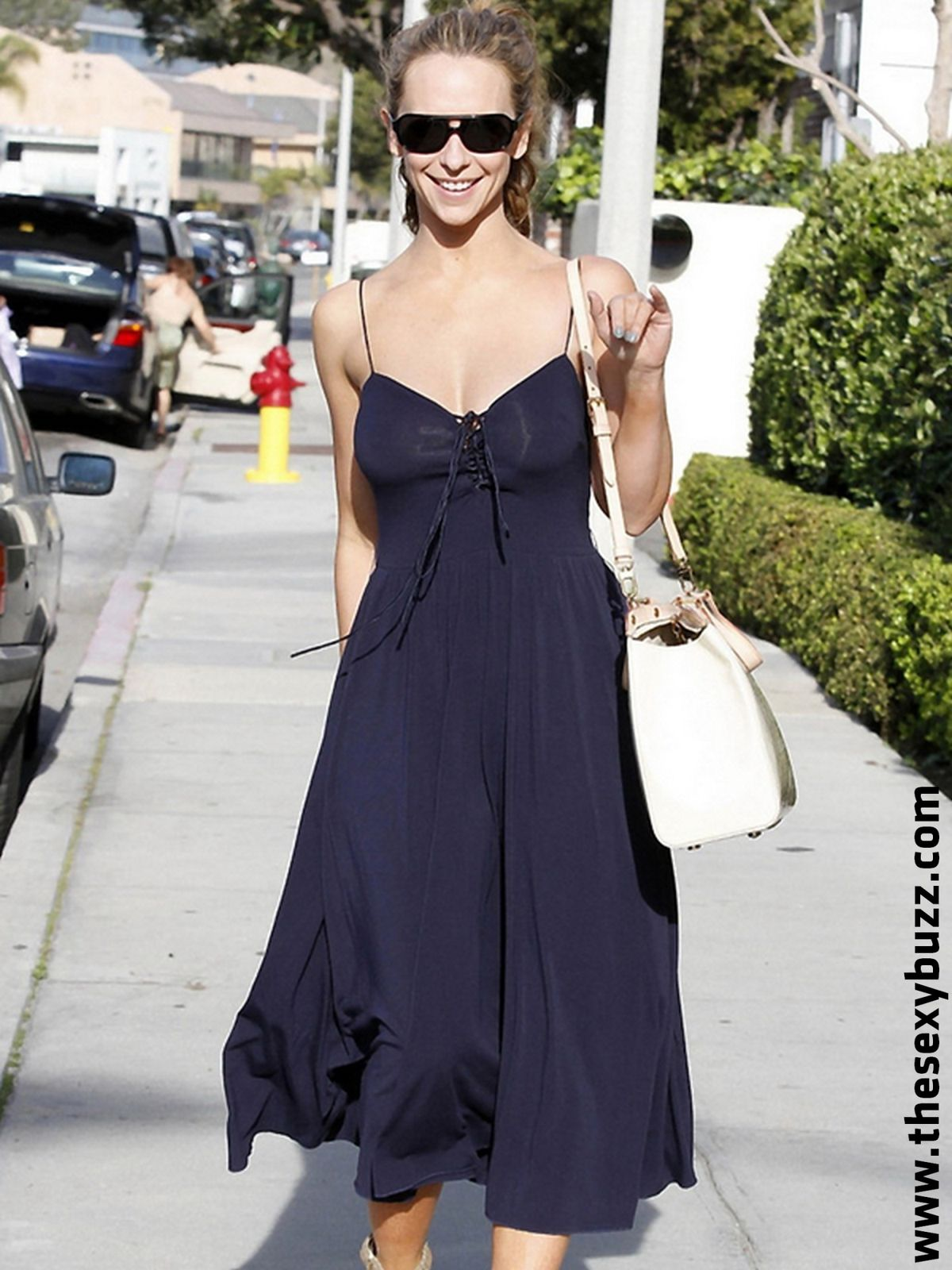 http://idata.over-blog.com/5/88/74/70/tsb23/etoiles/jennifer-love-hewitt-see-through-dress.jpg