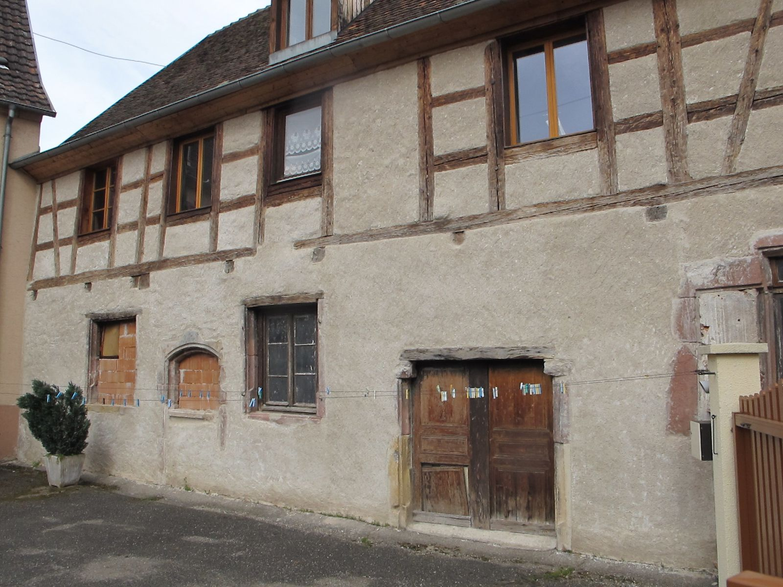 Album restauration facade ancienne camille bonhert for Restauration facade maison