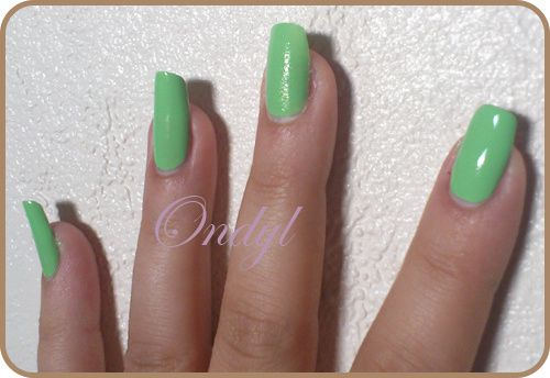 swatch-vernis-sinfulcolors-pistache 0393