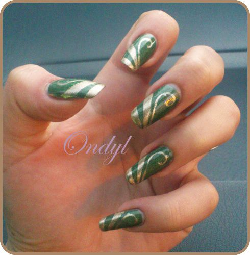 Golden-Geometric-French-Manicure---Arabesques-0434.jpg