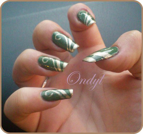 Golden-Geometric-French-Manicure---Arabesques-0436.jpg