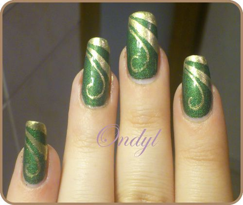 Golden-Geometric-French-Manicure---Arabesques-0444.jpg
