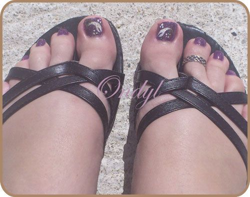 glittered-feathers-on-feet-nails 0354
